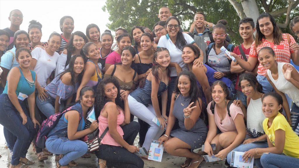 estudiantes del pre-universitario recorren la universidad