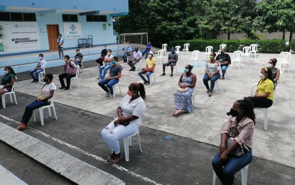 ESTUDIANTES DEL PROGRAMA DE PROFESIONALIZACIÓN RECIBEN TABLETS